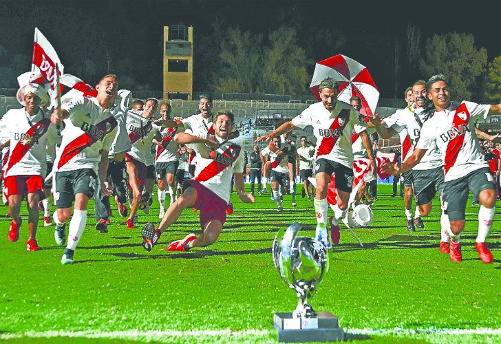 River Plate's players celebrate winning the Supercopa Argentina 2018, after defeating Boca Juniors in the final at the Malvinas Argentinas stadium in Mendoza on Wednesday night.