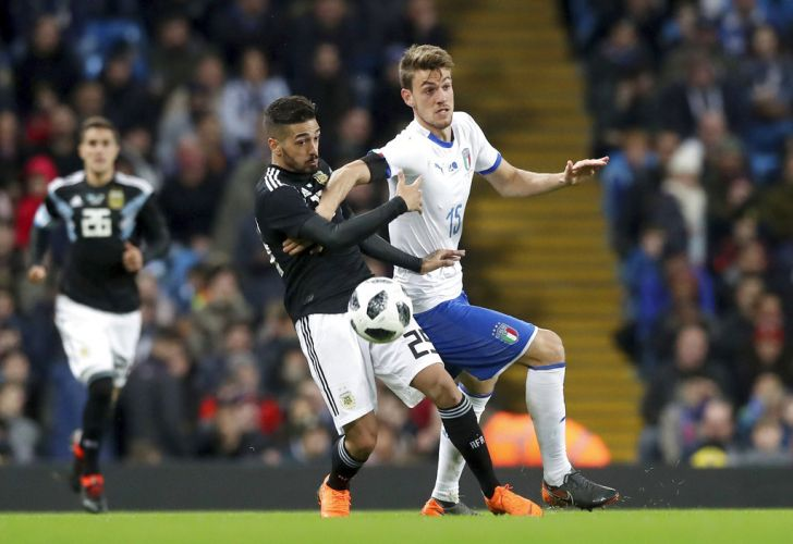 Argentine midfielder Manuel Lanzini fights for the ball in Friday's friendly match against Italy in Manchester.