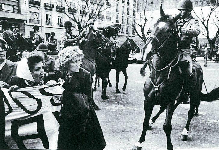 Estela de Carlotto standing against military forces.
