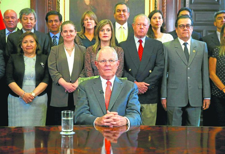President Pedro Pablo Kuczynski poses with his Cabinet, before addressing the nation and announcing his resignation from office on Wednesday.
