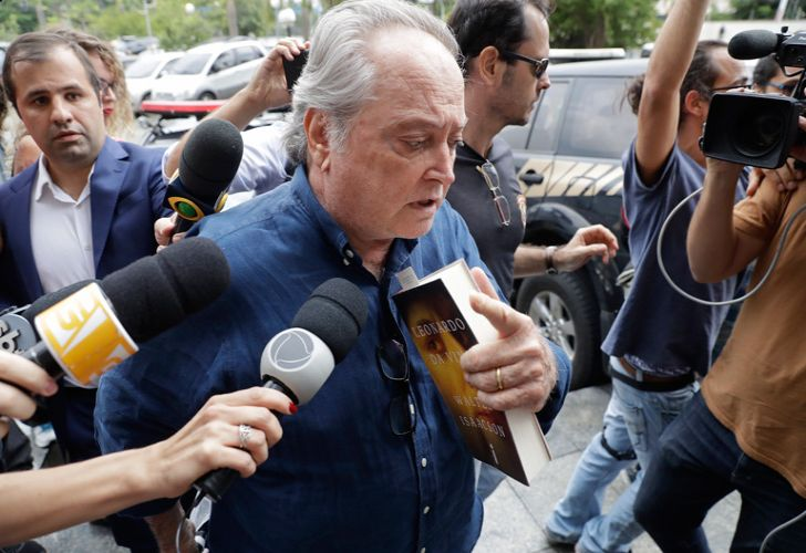 Police escort detainee Wagner Rossi, Brazil's former Agriculture Minister, into Federal Police headquarters, in São Paulo. Rossi has been arrested in connection to an investigation into whether President Michel Temer accepted bribes for favours to a company operating at the country's largest port.
