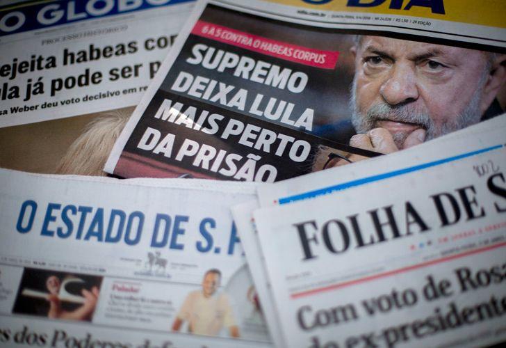 Brazilian newspapers headline the decision of the Brazilian Supreme Court (STF) that denied an habeas corpus petition for Brazilian former president Luiz Inácio Lula da Silva, in Rio de Janeiro, Brazil.