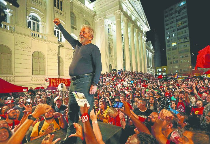 Lula during the final rally of his week-long campaign tour of southern Brazil, in Curitiba, Paraná state, last week.