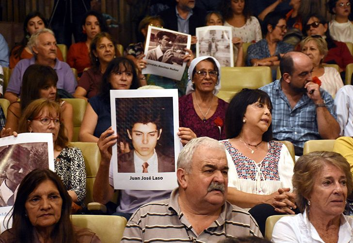 Relatives of the military and police forces' victims in Córdoba province.