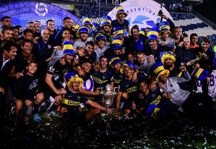 The full Boca Juniors squad celebrates winning the Superliga with a 2-2 draw against Gimnasia in La Plata, before making the trip over to the Bombonera to celebrate with their fans.