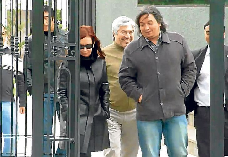 Cristina Fernández de Kirchner (left), Lázaro Báez (centre) and Máximo Kirchner (right).