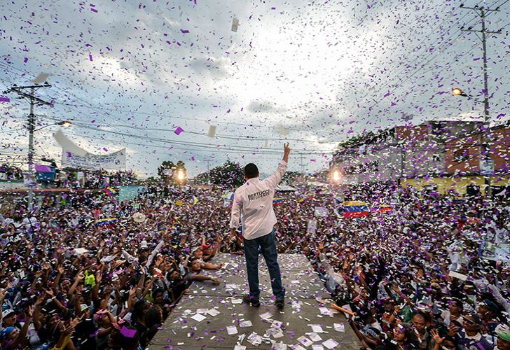 Venezuelan opposition presidential candidate and evangelical pastor Javier Bertucci, waves to supporters during his campaign closing rally in Valencia, Venezuela on May 16, 2018.
