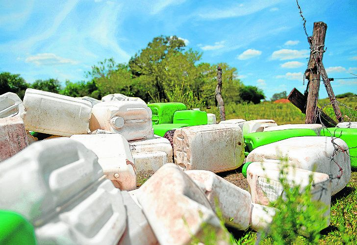 Discarded agrochemical cans are seen aside from Route 20, near Gualeguaychú, Entre Ríos province.