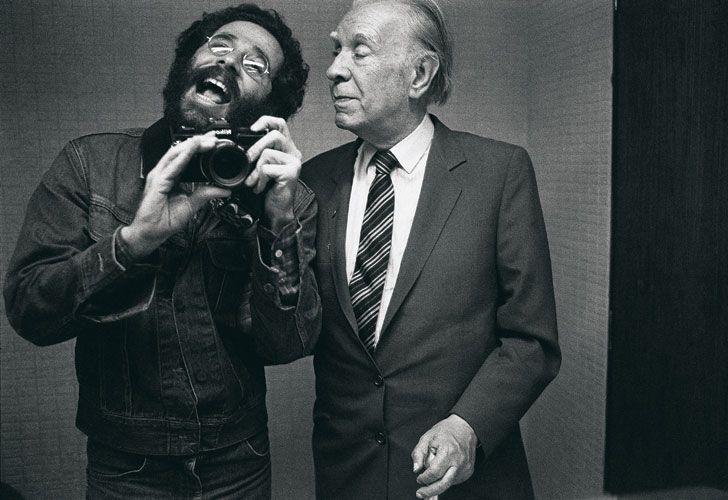 El fotógrafo realizó la primera selfie con Borges.