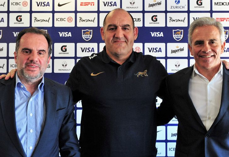 Mario Ledesma (centre), pictured during his unveiling as the new head coach of Argentina's national rugby team, the Pumas. Also pictured: UAR President Marcelo Rodríguez (right) and UAR secretary Fernando Rizzi.