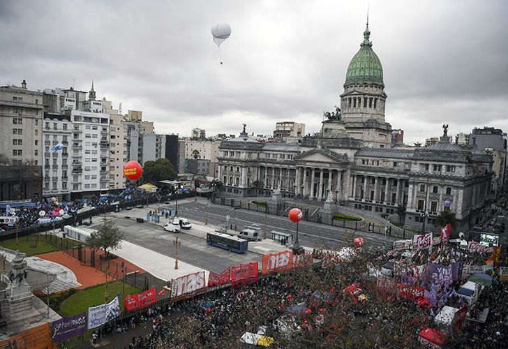 Activists in favour (right) and against (left) the abortion reform bill gather to demonstrate, close to the national Congress building in Buenos Aires.