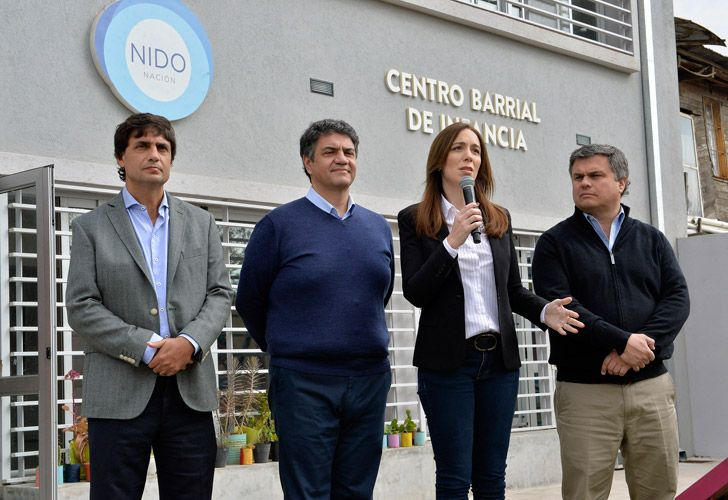Buenos Aires Province Governor María Eugenia Vidal speaks at an event in Vicente López, flanked by provincial officials and the region's mayor Jorge Macri.
