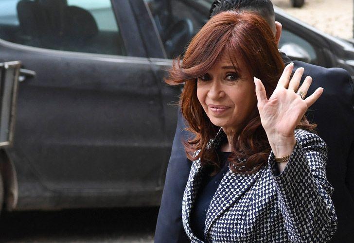 Cristina Fernández de Kirchner leaves court.