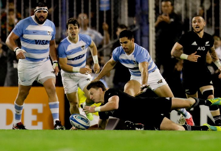 The Pumas take on the All Blacks, center, during the Rugby Championship match in Buenos Aires, September 29, 2018.
