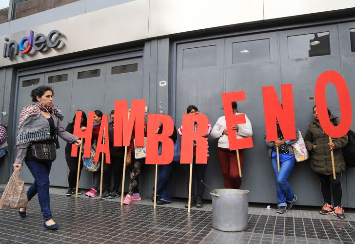 Protesters demonstrate outside the INDEC national statistics bureau.