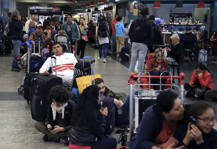 Passengers wait in Buenos Aires' Aeroparque airport due to flight delays.