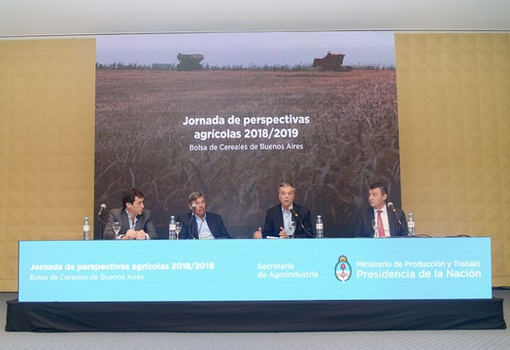 Secretariat of Agriculture officials discuss the 2018/9 Harvest.