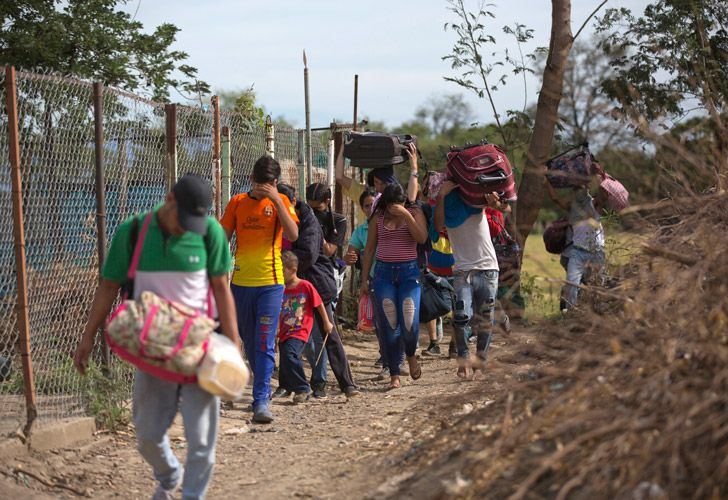 Venezuelans illegally crossing into Colombia along a path known as a