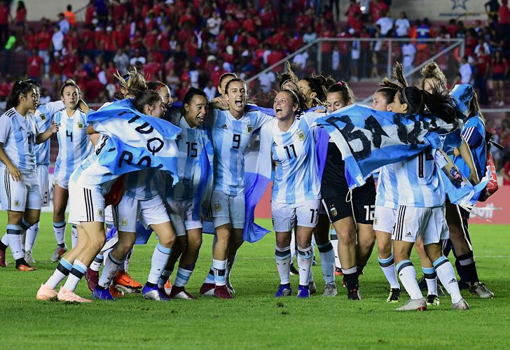 Argentina's players celebrate achieving World Cup qualification, after drawing with Panama at the Romel Martínez Stadium in Panama City.