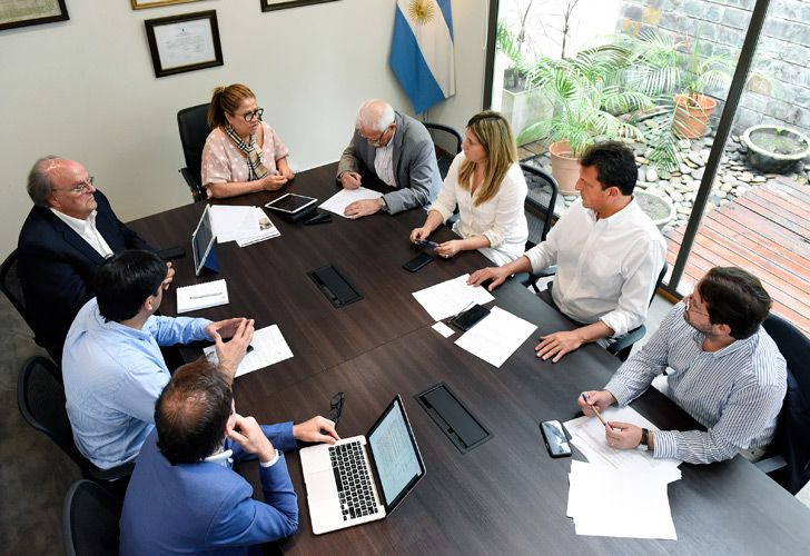 Sergio Massa (second from right) meets with officials in Buenos Aires.
