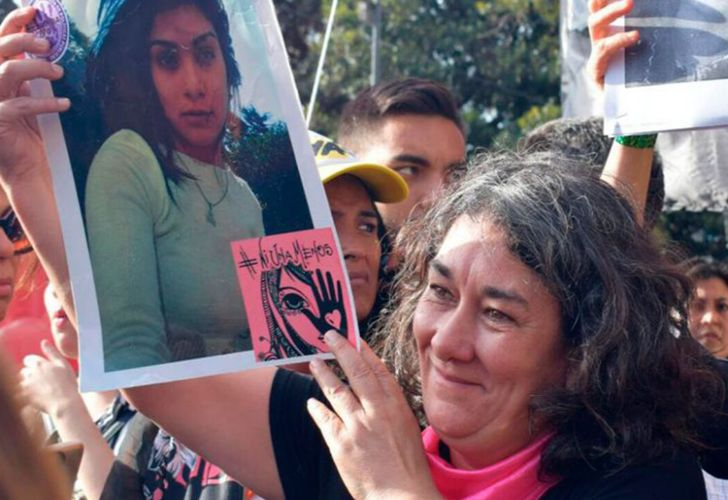 Marta Montero holding a sign that bears the face of her murdered daughter Lucía Pérez.