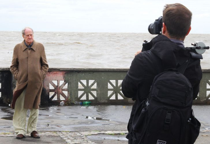 Robert Cox filmed on Buenos Aires' Costanera strip along the Rio de la Plata.
