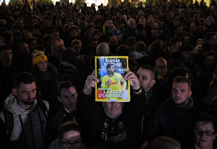 Supporters gather in Nantes after it was announced that the plane Emiliano Sala was flying on vanished during a flight from Nantes in western France to Cardiff in Wales, on January 22, 2019. The 28-year-old Argentine striker is one of two people still missing after contact was lost with the light aircraft he was travelling in on January 21, 2019 night. Sala was on his way to the Welsh capital to train with his new teammates for the first time after completing a £15 million (US$19 million) move to Cardiff City from French side Nantes on January 19. LOIC VENANCE / AFP