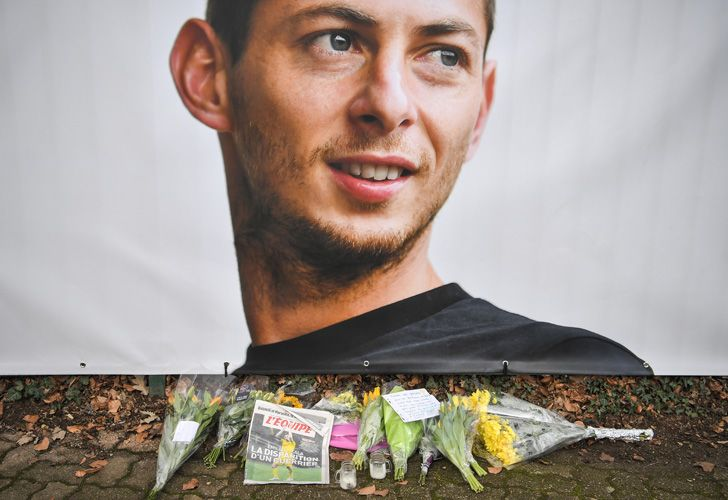 Flowers and candles are left at an informal tribute to missing footballer Emiliano Sala, in front of the entrance of the FC Nantes football club training centre in La Chapelle-sur-Erdre.
