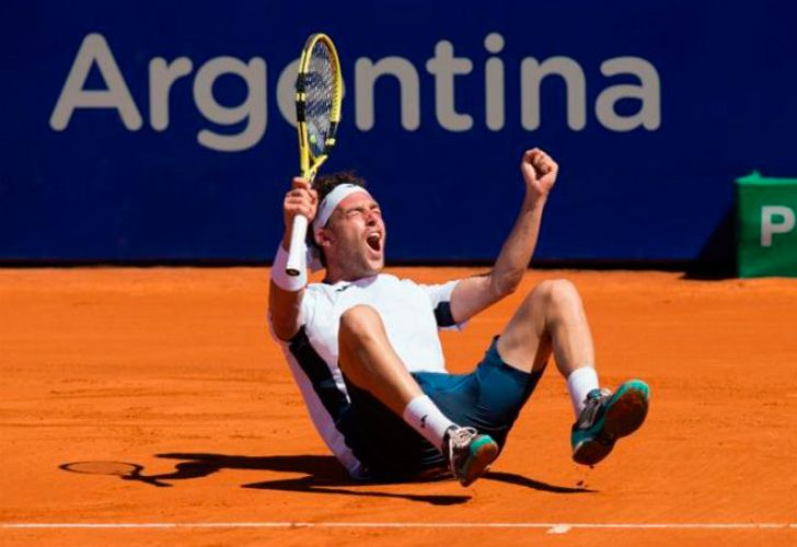Marco Cecchinato celebrates his victory.