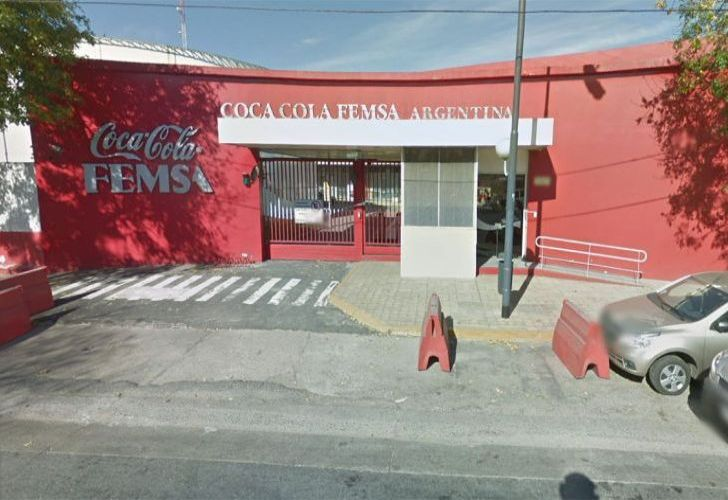 Coca-Cola FEMSA, which is responsible for bottling the famous soft drink and other beverages in Argentina, has filed for crisis prevention proceedings.
