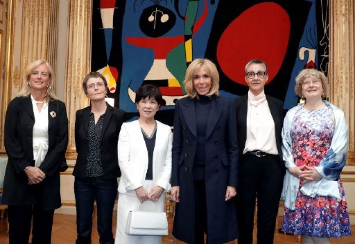French president's wive Brigitte Macron poses with the five awarded women of the