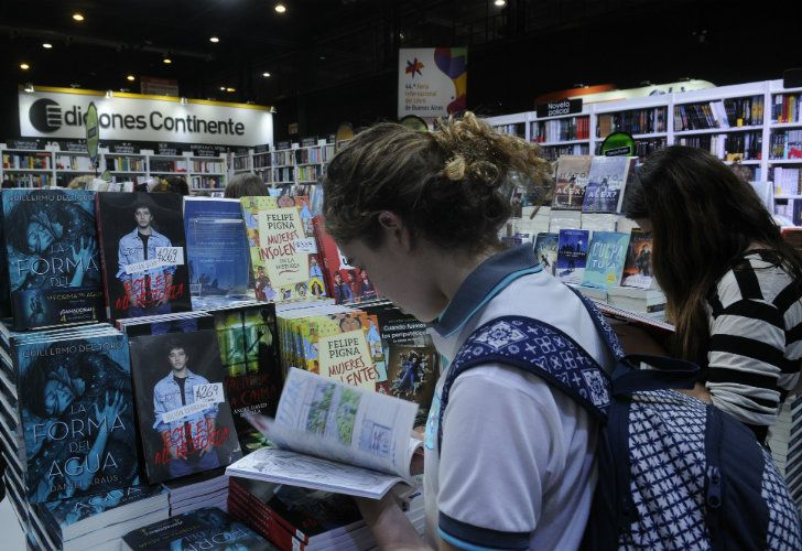 Attendees peruse books at last year's edition of the fair.