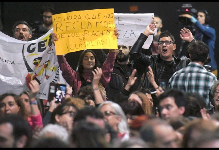 A group of protestors interrupted the speech of Pablo Avelluto, the culture minister, during the inauguration of the 45th International Book Fair in Buenos Aires, Argentina, on Thursday April 25, 2019.