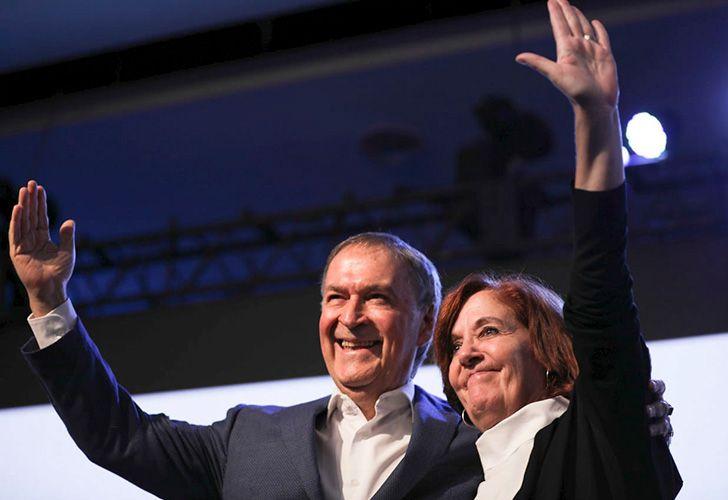 Peronist governor Juan Schiaretti celebrates on Sunday night, after winning the election in Córdoba.