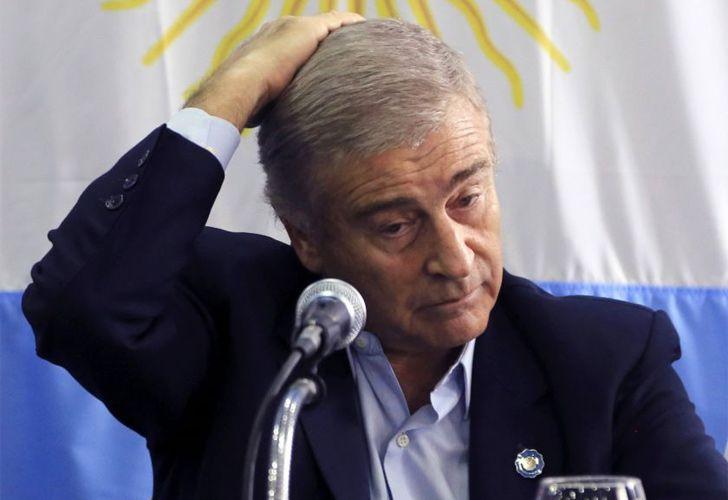 Defence minister blames ARA San Juan's sinking on 'lack of training'